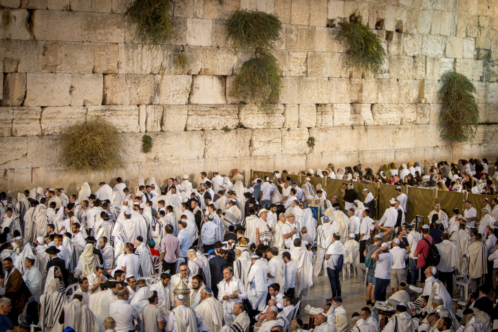 VIDEO: Florida Governor Prayed At Western Wall To Spare His