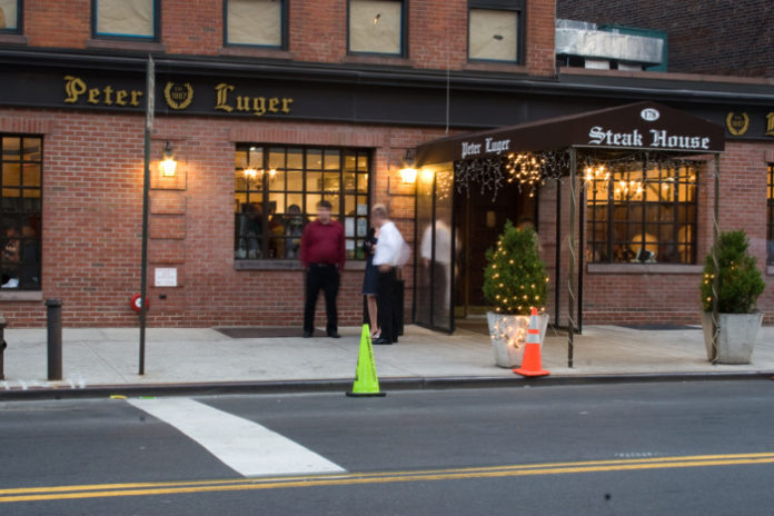 America's Famous NON Kosher Williamsburg Restaurant Trashed As Worthless By NY Times