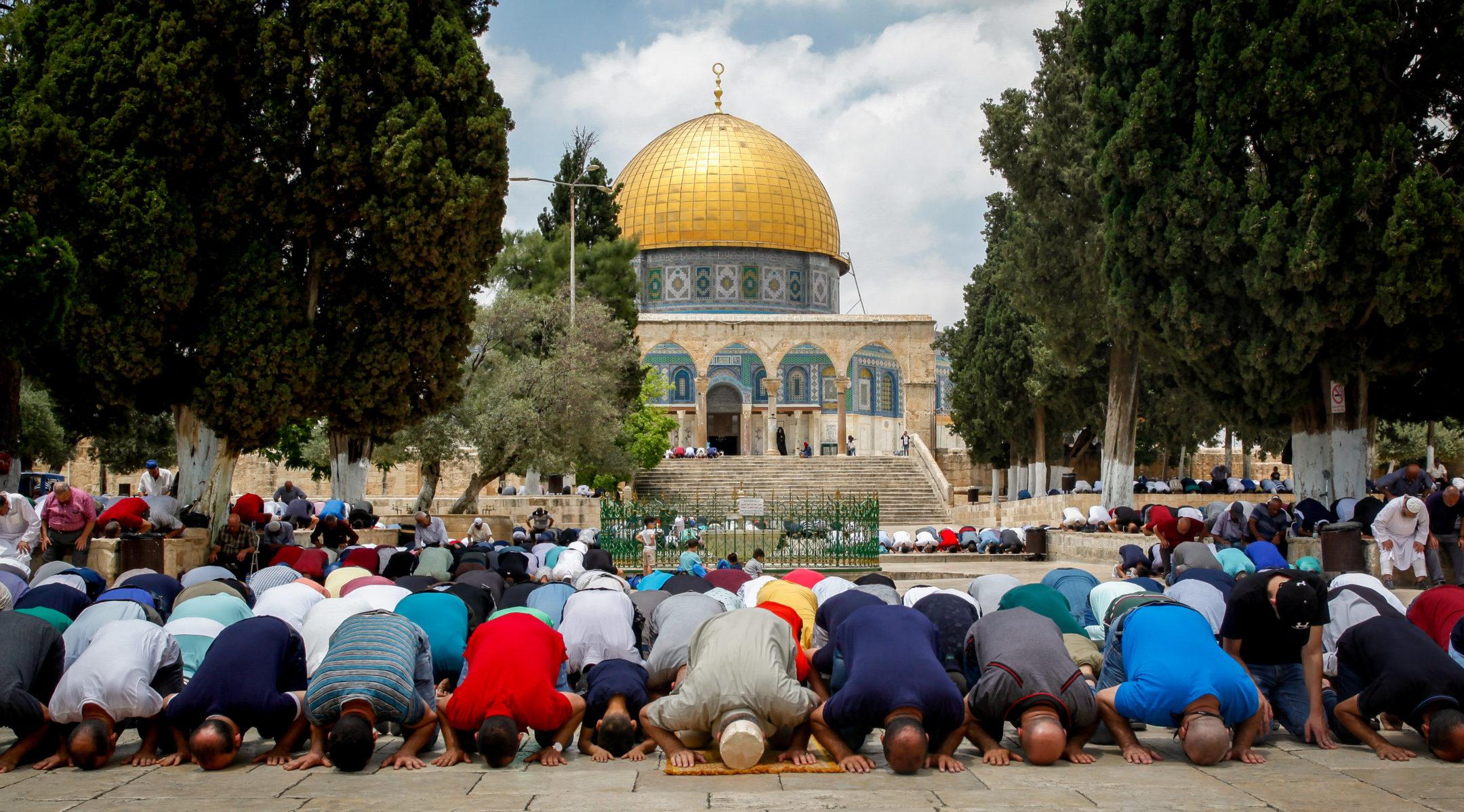 Muslims Chant About Killing Jews Outside Jerusalem's Al ...