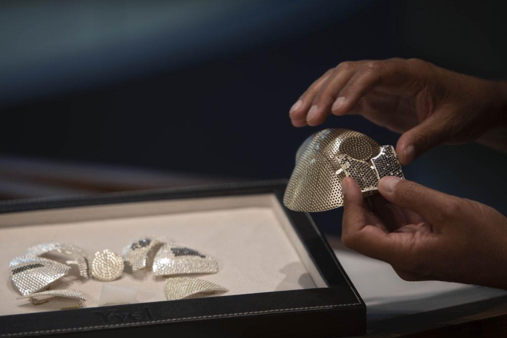 Photos: Israeli Jeweler Makes $1.5M Gold Coronavirus Mask 3