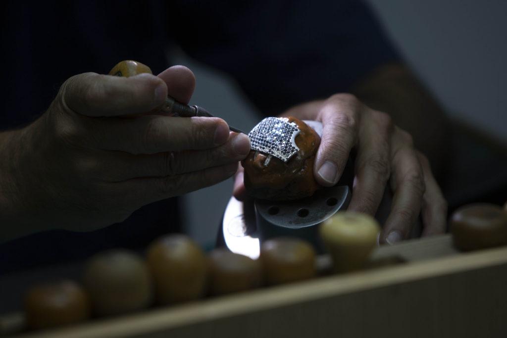 Photos: Israeli Jeweler Makes $1.5M Gold Coronavirus Mask 4