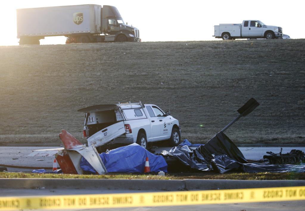 2 Killed When Plane Crashes Along Texas Service Road 4