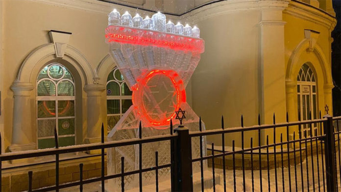 Video: A Siberian Synagogue Has A 10-Foot Menorah Made Of Ice 1