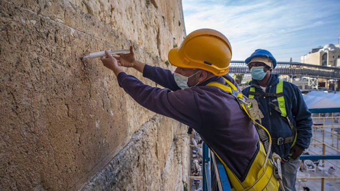 Western Wall Stones Get 'Injection' Before Passover 1
