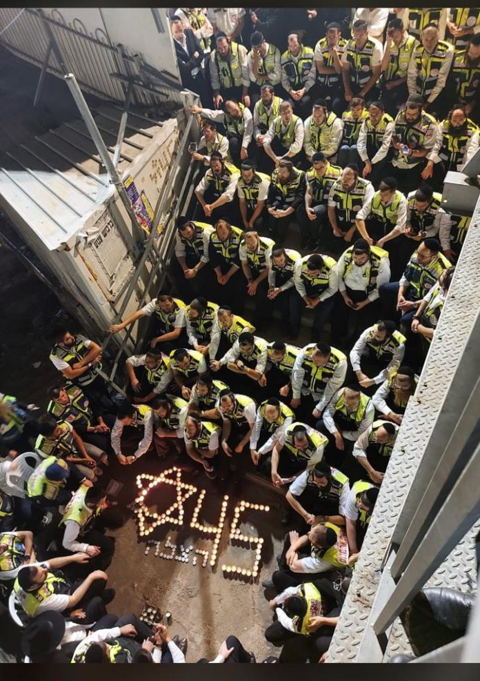 Watch: 150 Hatzalah Volunteers Who Treated Meron Victims Gather At Scene Of Tragedy To Sing Ani Maamin 1