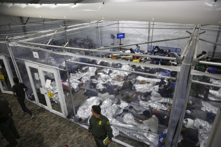 US Threatens Legal Action Against Texas On Shelter Closures